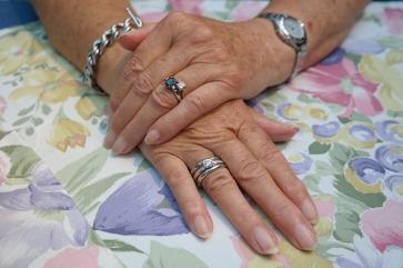 hands-195653_640